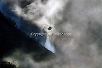 Fecha: 31-08-2013. (Lugo) Incendio en Navia de Suarna, en los Ancares, zona protegida (Red Natura), afecta a mas de 500 hectáreas de bosque. Medios aéreos y terrestres intentan controlar el fuego desde el Jueves. Foto: EFE/eliseo trigo