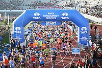 Nederland  Amsterdam  2016 . De Marathon van Amsterdam. Start in het Olympisch Stadion.  Foto Berlinda van Dam / Hollandse Hooogte.