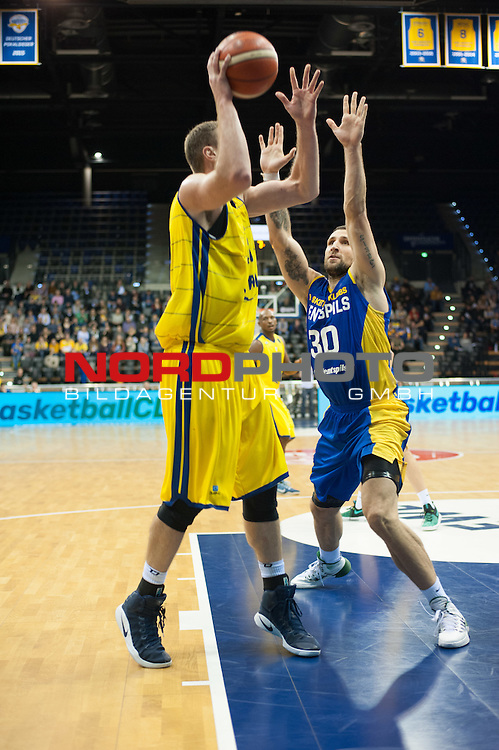 09.12.2016, EWE Arena, Oldenburg, GER, Basketball Champions League, EWE Baskets Oldenburg vs BK Ventsplis, im Bild<br /> <br /> Ronalds ZAKIS ( BK Ventspilis # 30)  Brain QVALE  (EWE Baskets Oldenburg # 41)<br /> Foto &copy; nordphoto / Rojahn