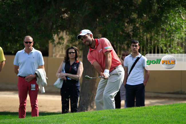 Edoardo Molinari (ITA) chips onto the 5th green during Friday's Round 2 of the 2012 Omega Dubai Desert Classic at Emirates Golf Club Majlis Course, Dubai, United Arab Emirates, 10th February 2012(Photo Eoin Clarke/www.golffile.ie)