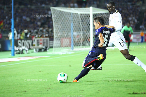 Yuto Nagatomo (JPN), Albert Adomah (GHA),<br /> SEPTEMBER 10, 2013 - Football / Soccer :<br /> Kirin Challenge Cup 2013 match between Japan 3-1 Ghana at Nissan Stadium in Kanagawa, Japan. (Photo by Kenzaburo Matsuoka/AFLO)