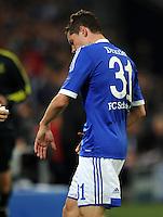 FUSSBALL   CHAMPIONS LEAGUE   SAISON 2012/2013   GRUPPENPHASE   FC Schalke 04 - Montpellier HSC                                   03.10.2012 Julian Draxler (FC Schalke 04) hat sich im Zweikampf an der Hand verletzt und muss ausgewechselt werden