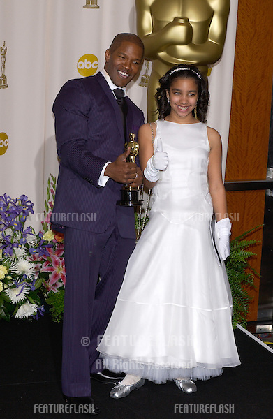 JAMIE FOXX & daughter at the 77th Annual Academy Awards at the Kodak Theatre, Hollywood, CA.February 27, 2005; Los Angeles, CA..© Paul Smith / Featureflash
