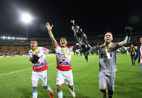 BOGOTA - COLOMBIA, 12-06-2019: Victor Cantillo, Teofilo Gutierrez y Sebastian Viera del Junior celebran con el trofeo para celebrar el título como campeones después del partido de vuelta entre Deportivo Pasto y Atletico Junior por la final de la Liga Águila I 2019 jugado en el estadio Nemesio Camacho El Campín de la ciudad de Bogotá. / Victor Cantillo, Teofilo Gutierrez and Sebastian Viera of Junior lift the trophy to celebrate as a champions after Second leg final second leg match of the Aguila League I 2019 between Deportivo Pasto and Atletico Junior played at Nemesio Camacho El Campin stadium in Bogota city. Photo: VizzorImage / Felipe Caicedo / Staff