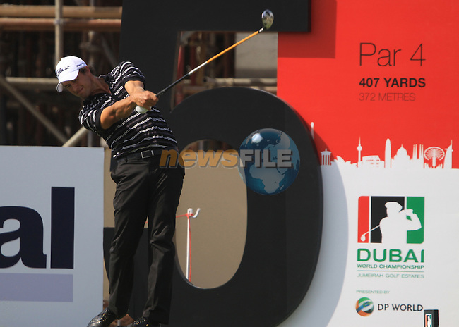 Adam Scott tees off on the 5th tee during  Day 2 at the Dubai World Championship Golf in Jumeirah, Earth Course, Golf Estates, Dubai  UAE, 20th November 2009 (Photo by Eoin Clarke/GOLFFILE)
