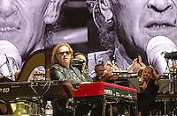 Peter Maffay mit Band und dem Philharmonic Volkswagen Orchestra im Kraftwerk der Autostadt Wolfsburg. Foto von Rüdiger Knuth.