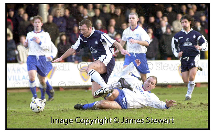 29th January 2000            Copyright Pic : James Stewart .Ref :                           .File Name : stewart17-falkirk v peterhead                        .PETERHEAD'S CRAIG YEATS CHALLENGES DAVID NICHOLS AS HE MAKES HIS WAY TOWARDS GOAL.......Payments to :-.James Stewart Photo Agency, Stewart House, Stewart Road, Falkirk. FK2 7AS      Vat Reg No. 607 6932 25.Office : +44 (0) 1324 630007        Mobile : 07721 416997.Fax     : +44 (0) 1324 630007.E-mail : jim@jspa.co.uk.If you require further information then contact Jim Stewart on any of the numbers above.........