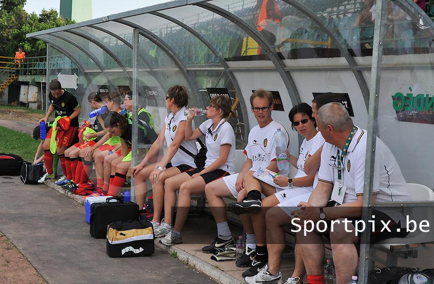 Hungary - Hongarije : UEFA Women's Euro Qualifying group stage (Group 3) - 20/06/2012 - 17:00 - szombathely  - : Hungary ( Hongarije ) - BELGIUM ( Belgie) :.de belgische bank .foto DAVID CATRY / JOKE VUYLSTEKE / Vrouwenteam.be.