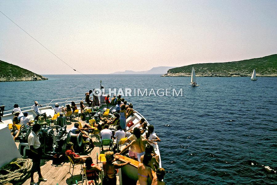 Barco de turismo no mar Egeu. Grécia. 1985. Foto de João Caldas.