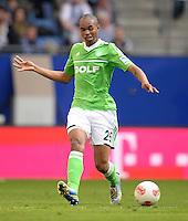 FUSSBALL   1. BUNDESLIGA   SAISON 2012/2013    32. SPIELTAG Hamburger SV - VfL Wolfsburg          05.05.2013 Naldo (VfL Wolfsburg) am Ball
