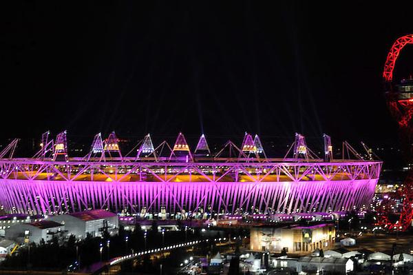 GHN253. LONDRES (REINO UNIDO), 27/07/2012.- Vista del estadio olímpico de Londres (Reino Unido) hoy, viernes 27 de julio de 2012, durante la inauguración de los Juegos Olímpicos de Londres 2012. EFE/FACUNDO ARRIZABALAGA.