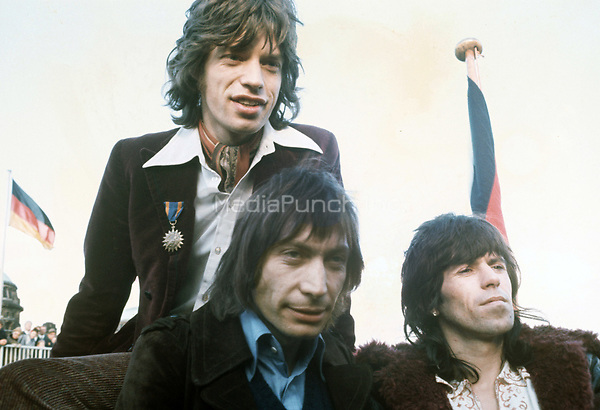 (L-r): Mick Jagger, Charlie Watts und Keith Richards. The Rollings Stones in Hamburg (Germany) in September 1970 during a press conference on a boat. | usage worldwide Credit: DPA/MediaPunch ***FOR USA ONLY***