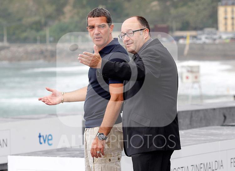 Spanish actor Antonio Banderas (l) with the Festival Director Jose Luis Rebordinos during the 59th San Sebastian Donostia International Film Festival - Zinemaldia.September 24,2011.© Acero / ALFAQUI