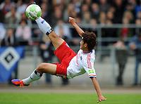 FUSSBALL   DFB POKAL   SAISON 2011/2012  1. Hauptrunde VfB Oldenburg - Hamburger SV                             30.07.2011 Heung Min SOON (Hamburger SV) Einzelaktion am Ball