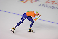 SCHAATSEN: CALGARY: Olympic Oval, 10-11-2013, Essent ISU World Cup, 1000m, Lotte van Beek (NED), ©foto Martin de Jong