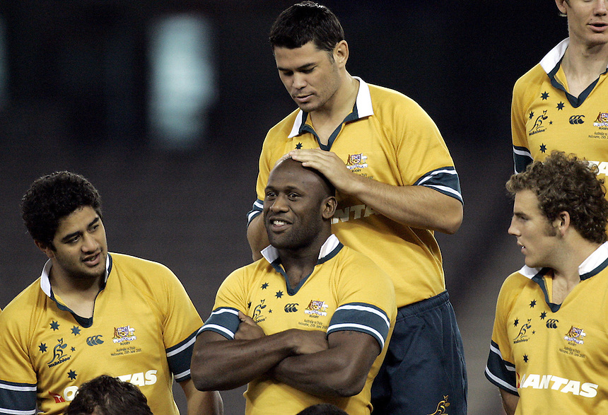 Wallabies training at Telstra Dome in preparation for tomorrow's match against Italy. Jeremy Paul makes a close inspection of Wendell Sailor's head during a team photo shoot.- pic by Trevor Collens