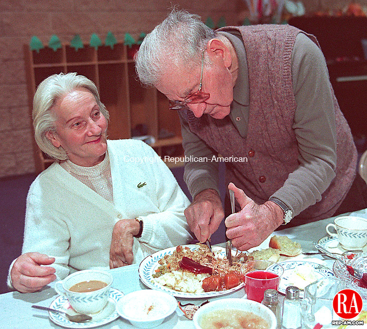 WATERBURY, CT 11/26/98 --1126JH05.tif--Joe De Luca of Waterbury helps cut the turkey for Marie Savard, also of Waterbury, at the United Methodist Church in Waterbury Thursday during its annual Thanksgiving dinner. About 100 people were served, either at the church, or had dinners delivered to them. JOHN HARVEY staff photo for Sean story.