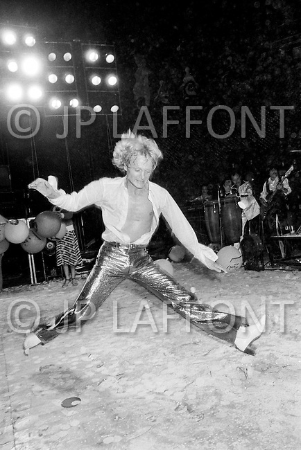26 Jul 1977, Juan-les-Pins, France. Claude François during a concert in Juan-Les-Pins on the French Riviera.