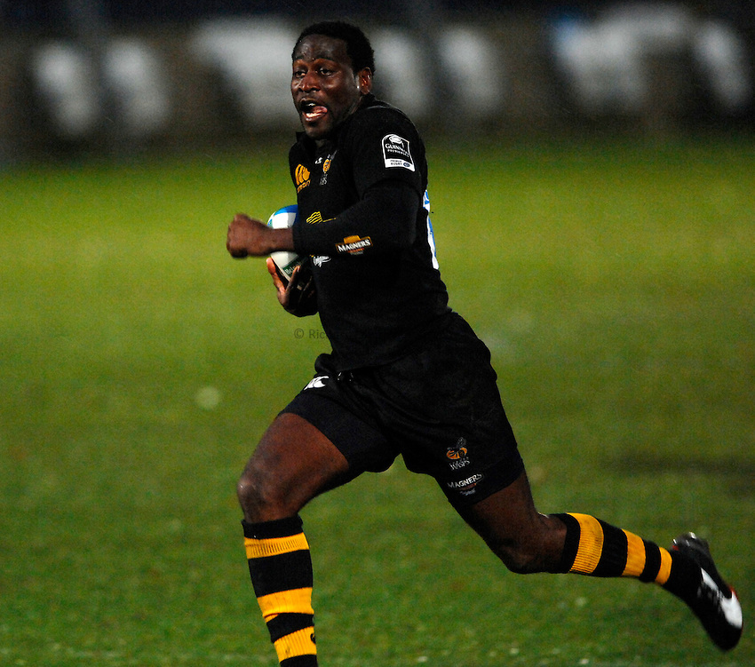 Photo: Richard Lane..London Wasps v Treviso. Heineken Cup. 10/12/2006. .Wasps' Paul Sackey breaks for a try.