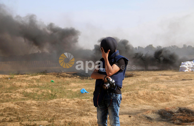 Palestinian protesters clash with Israeli security forces during tents protest demanding the right to return to their homeland, at the Israel-Gaza border, in Bureij in the cetner of Gaza strip on April 27, 2018. Photo by Mahmoud Khattab