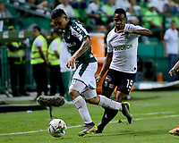 PALMIRA - COLOMBIA, 21-08-2019: Carlos Rodriguez del Cali disputa el balón con Yerson Candelo de Nacional durante partido entre Deportivo Cali y Atlético Nacional por la fecha 7 de la Liga Águila II 2019 jugado en el estadio Deportivo Cali de la ciudad de Palmira. / Carlos Rodriguez of Cali vies for the ball with Yerson Candelo of Nacional during match between Deportivo Cali and Atletico Nacional for the date 7 as part Aguila League II 2019 played at Deportivo Cali stadium in Palmira city. Photo: VizzorImage / Nelson Rios / Cont