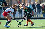 TILBURG  - hockey-  Inge Dankers (WereDi) met Frederique Passier (MOP)  tijdens de wedstrijd Were Di-MOP (1-1) in de promotieklasse hockey dames. COPYRIGHT KOEN SUYK