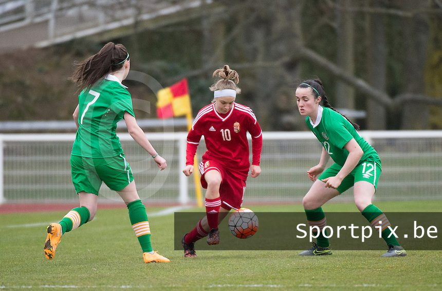 20160319 - BAYEUX , FRANCE : Irish Lauryn O'Callaghan (L) and Niamh Farrelly (R) with Hungarian Fanni Vachter (M) pictured during the soccer match between the women under 17 teams of The Republic of Ireland and Hungary , on the first matchday in group 3 of the UEFA Women Under17 Elite rounds at Stade Henry Jeanne in Bayeux , France . Saturday 19th March 2016 . PHOTO DIRK VUYLSTEKE