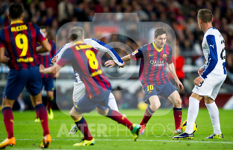 FC Barcelona's Leo Messi (2nd right) tries to pass the ball during La Liga 2013-2014 match against RCD Espanyol. November 1, 2013. (ALTERPHOTOS/Alex Caparros)
