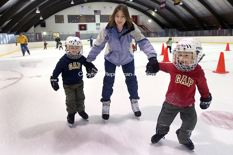 WATERTOWN, CT. 19 February 2007--021907SV12--Lori Kapp of Southbury skates with her sons Ryan, 5, and Matthew, 6 during the Watertown Park and Recreation Department indoor skate at the Taft School's Mays Rink in Watertown Wednesday.<br />   Steven Valenti Republican-American