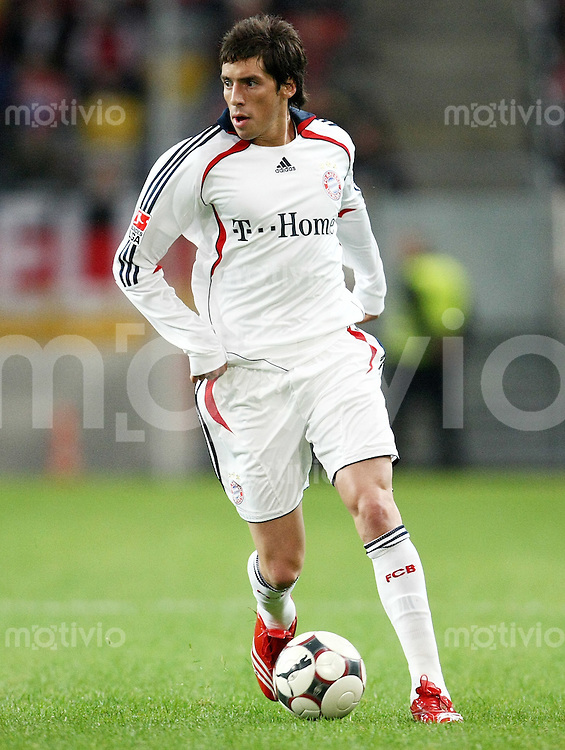 FUSSBALL     1. BUNDESLIGA     SAISON 2007/2008 Jose Ernesto SOSA (FC Bayern Muenchen), Einzelaktion am Ball