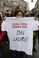 Roma, 2 Febbraio 2013.Manifestazione contro i tagli alla scuola e sanità pubblica..il Coordinamento delle scuole per:scuola, sanità, beni pubblici..Scuola libera dai ladri