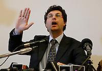 Matteo Brambilla candidato sindaco di Napoli del movimento 5 stelle si presenta alla stampa