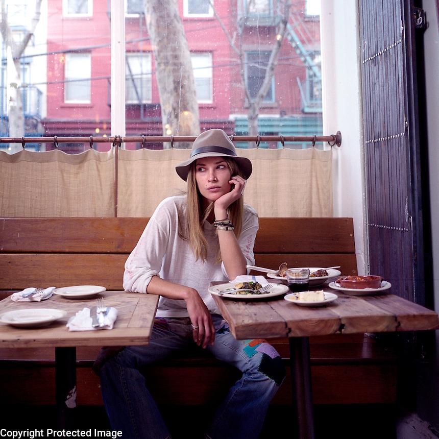 USA. Brooklyn. 5th December 2008..Erin Wasson at Vinegar Hill House, Brooklyn..©Andrew Testa
