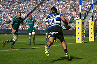 Cooper Vuna of Bath Rugby runs in a first half try. Aviva Premiership match, between Bath Rugby and London Irish on May 5, 2018 at the Recreation Ground in Bath, England. Photo by: Patrick Khachfe / Onside Images