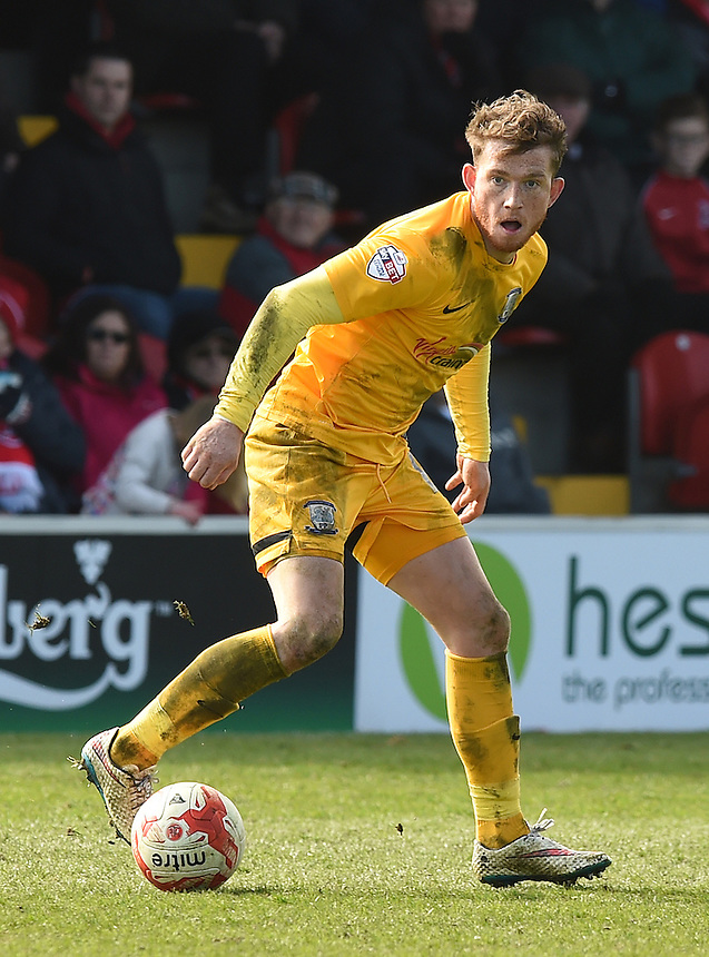 Preston North End's Joe Garner on the ball<br /> <br /> Photographer Dave Howarth/CameraSport<br /> <br /> Football - The Football League Sky Bet League One -  Fleetwood Town v Preston North End - Sunday 29th March 2015 - Highbury Stadium - Fleetwood<br /> <br /> &copy; CameraSport - 43 Linden Ave. Countesthorpe. Leicester. England. LE8 5PG - Tel: +44 (0) 116 277 4147 - admin@camerasport.com - www.camerasport.com