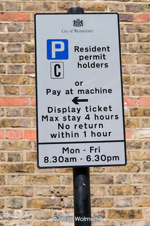 Sign for Visitor's Parking bays in Queen's Park.