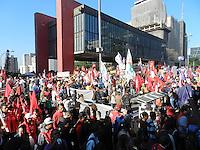 SAO PAULO, SP, 11.07.2013 - Manifestantes tomam a Avenida Paulista, em São Paulo, durante o Dia Nacional de Lutas com Greves e Mobilizações, na manhã desta quinta-feira (11). (Foto: Mauricio Camargo / Brazil Photo Press.