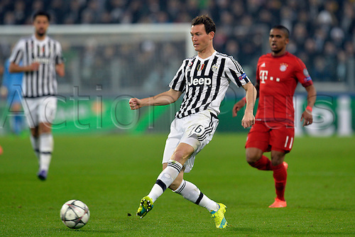 23.02.2016. Turin, Italy. UEFA Champions League football. Juventus versus Bayern Munich.  Stephan Lichtsteiner plays the ball