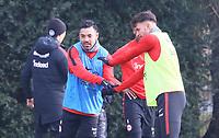 Marco Fabian (Eintracht Frankfurt) und Danny Blum (Eintracht Frankfurt) klatschen nach Differenzen ab - 06.03.2018: Eintracht Frankfurt Training, Commerzbank Arena