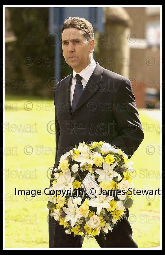 12/04/2002                 Collect Pic : James Stewart .Ref :     .File Name : stewart-linn memorial 02.DCI ALLAN MOFFAT OF CENTRAL SCOTLAND POLICE WHO IS IN CHARGE OF THE INVESTIGATION ARRIVES AT THE MEMORIAL SERVICE FOR GARY LINN AT KILSYTH PARISH CHURCH............(see copy from Jim Davis).....James Stewart Photo Agency, 19 Carronlea Drive, Falkirk. FK2 8DN      Vat Reg No. 607 6932 25.Office     : +44 (0)1324 570906     .Mobile  : +44 (0)7721 416997.Fax         :  +44 (0)1324 570906.E-mail  :  jim@jspa.co.uk.If you require further information then contact Jim Stewart on any of the numbers above.........