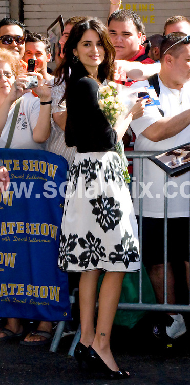 **ALL ROUND PICTURES FROM SOLARPIX.COM**.**SYNDICATION RIGHTS FOR UK, SPAIN, PORTUGAL, AUSTRALIA, S.AFRICA & DUBAI (U.A.E) ONLY**.Penelope Cruz arrives to film The Late Show with David Letterman at the Ed Sullivan Theatre, New York City, NY, USA. 6th August 2008..JOB REF: 6985 PHZ/Mayer    DATE: 06_08_2008.**MUST CREDIT SOLARPIX.COM OR DOUBLE FEE WILL BE CHARGED* *UNDER NO CIRCUMSTANCES IS THIS IMAGE TO BE REPRODUCED FOR ANY ONLINE EDITION WITHOUT PRIOR PERMISSION*