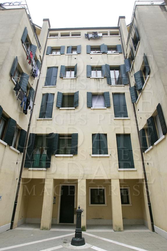 Case sul lungomare della Giudecca, a Venezia.<br /> Simple houses in Giudecca waterfront in Venice.<br /> UPDATE IMAGES PRESS/Riccardo De Luca