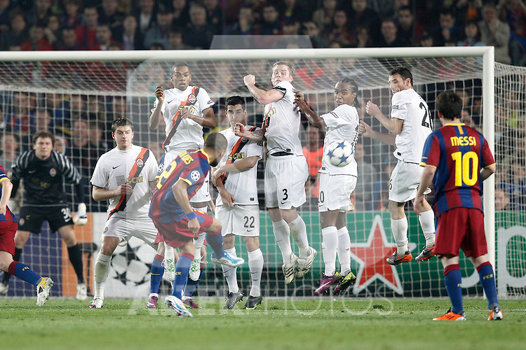 Barcelona's Daniel Alves freekick during Champions League match on April, 6th 2011...Photo: Acero / Cebolla / ALFAQUI