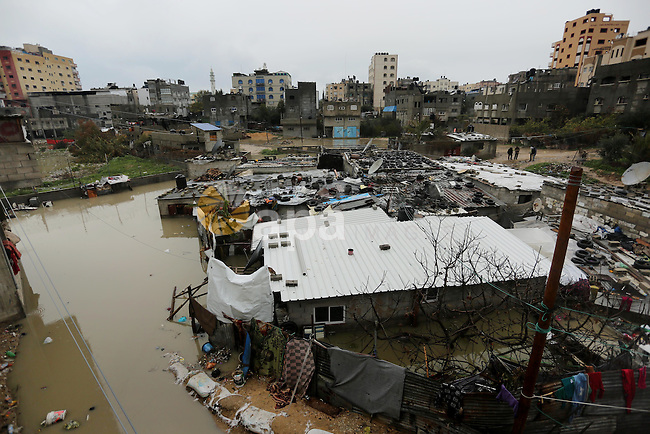 Flooded houses are seen following heavy rain in a neighbourhood in the northern Gaza Strip February 16, 2017. Photo by Ashraf Amra