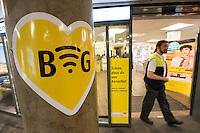 """Die Berliner Verkehrsbetriebe bauen ihr kostenloses WLAN-Angebot """"BVG Wi-Fi"""" aus.<br /> Dr. Sigrid Evelyn Nikutta, Vorstandsvorsitzende und Vorstand Betrieb der BVG, Dr. Matthias Kollatz-Ahnen, Finanzsenator und BVG-Aufsichtsratsvorsitzender, und Henner Bunde, Staatssekretaer in der Senatsverwaltung für Wirtschaft, Technologie und Forschung, stellten am 27. Juli 2016 im Bahnhof Zoo die Ausbauplaene vor. Fast 30 BVG-Bahnhoefe haben bislang kostenfreies WiFi, ein Projekt mit kostenfreiem WiFi in BVG-Bussen ist in der Testphase.<br /> 27.7.2016, Berlin<br /> Copyright: Christian-Ditsch.de<br /> [Inhaltsveraendernde Manipulation des Fotos nur nach ausdruecklicher Genehmigung des Fotografen. Vereinbarungen ueber Abtretung von Persoenlichkeitsrechten/Model Release der abgebildeten Person/Personen liegen nicht vor. NO MODEL RELEASE! Nur fuer Redaktionelle Zwecke. Don't publish without copyright Christian-Ditsch.de, Veroeffentlichung nur mit Fotografennennung, sowie gegen Honorar, MwSt. und Beleg. Konto: I N G - D i B a, IBAN DE58500105175400192269, BIC INGDDEFFXXX, Kontakt: post@christian-ditsch.de<br /> Bei der Bearbeitung der Dateiinformationen darf die Urheberkennzeichnung in den EXIF- und  IPTC-Daten nicht entfernt werden, diese sind in digitalen Medien nach §95c UrhG rechtlich geschuetzt. Der Urhebervermerk wird gemaess §13 UrhG verlangt.]"""