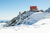 Pioneer Hut in upper parts of Fox Glacier NEVE, Westland Tai Poutini National Park, West Coast, UNESCO World Heritage Area, New Zealand, NZ