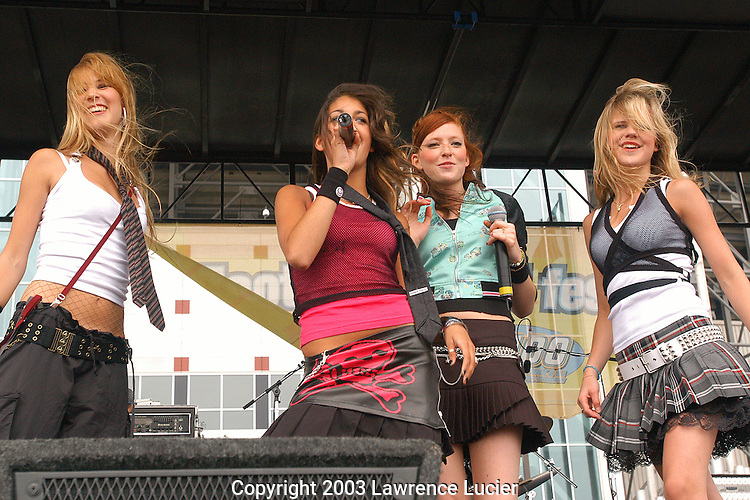 EAST RUTHERFORD-JUNE 1: Recording artists Play perform June 1, 2003, at Z100's ZOOTOPIA 2003 Trend Fest at Giants Stadium in East Rutherford, New Jersey. (Photo by Lawrence Lucier)