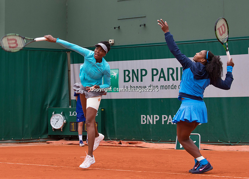 Paris, France, 29 June, 2016, Tennis, Roland Garros, Venus Williams (USA) (L) and her sister Serena warming up for a doubles matchlad<br /> Photo: Henk Koster/tennisimages.com