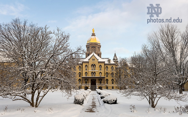 January 5, 2018; Main Building after a morning snow shower. (Photo by Barbara Johnston/University of Notre Dame)