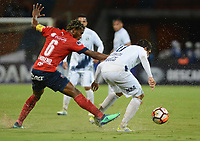 MEDELLÍN- COLOMBIA, 10-05-2018:Didier Moreno (Izq.) jugador del Deportivo Independiente Medellín (COL) disputa el balón con Pablo Zeballos (Der.) jugador de Sol de América (PAR) durante partido por la primera ronda ,  etapa 2 de 2 de la Copa Sudamericana  2018 jugado en el estadio Atanasio Girardot de la ciudad de Medellín. / Didier Moreno (L) player of Deportivo Independiente Medellin (COL) fights for the ball with Pablo Zeballos (R) player of Sol de America (PAR) during the match for the Sudamerica Cup  2018 played at the Atanasio Girardot Stadium in Medellin city. Photo: VizzorImage / León Monsalve / Contribuidor
